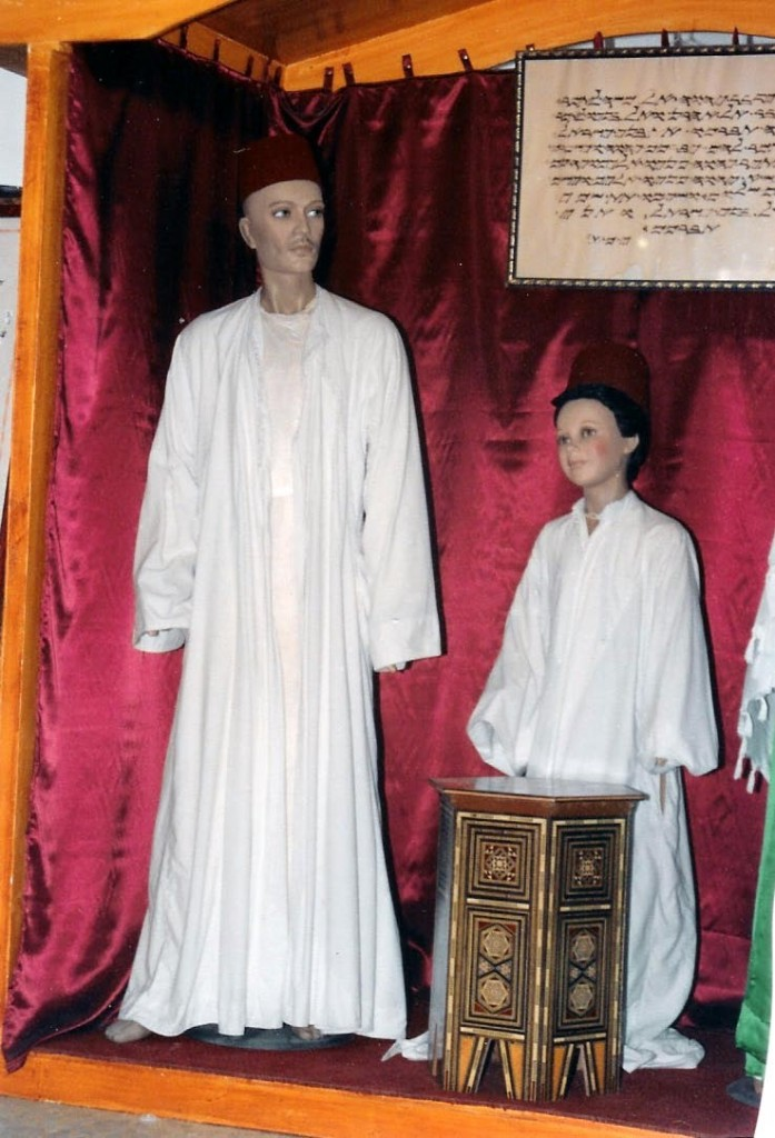 06.01.04.A. SAMARITAN MANNEQUINS IN WHITE COSTUMES